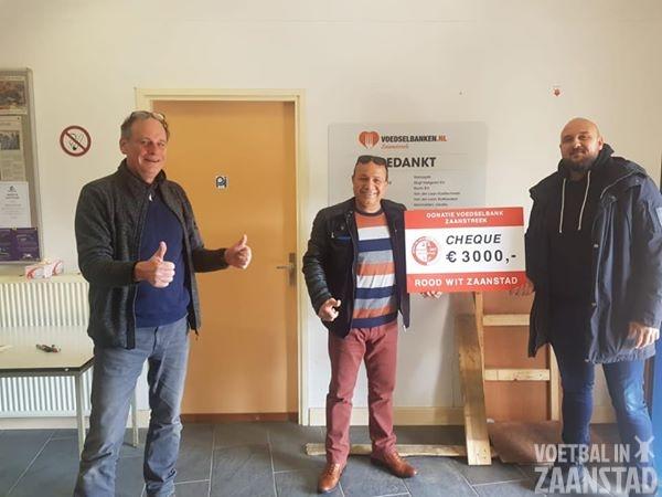 Rood Wit Zaanstad schenkt voedselbank Zaanstreek 3000 euro