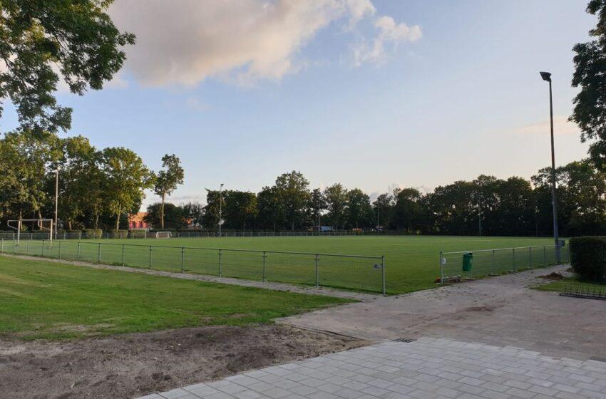 Zaalvoetballers van FC ZAANSTREEK starten training op natuurgras