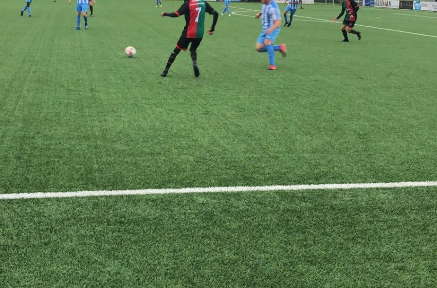 Rode kaart nekt FC Zaandam in duel met koploper FC Aalsmeer
