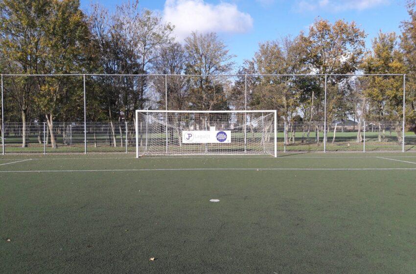 Trouwe medewerkers in Krommenie vervangen netten achter de goals