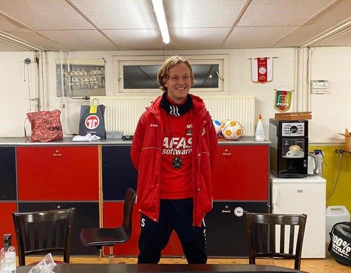 FC Dordrecht trainer Zoutman pijnigt Beukman