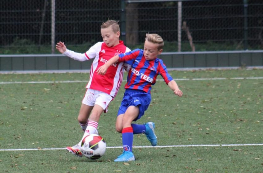 Dayne Spaander (JO10-1) mag zichzelf laten zien bij de teamtrainingen van Ajax