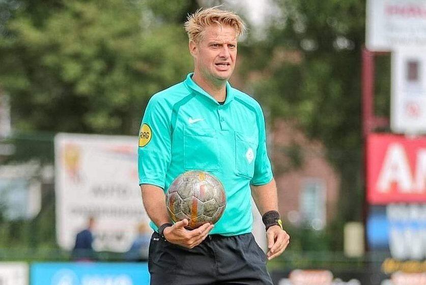 """Toparbiter Juroen Koene: """"Na één wedstrijd fluiten wilde ik gelijk de Eredivisie Zaalvoetbal bereiken"""""""