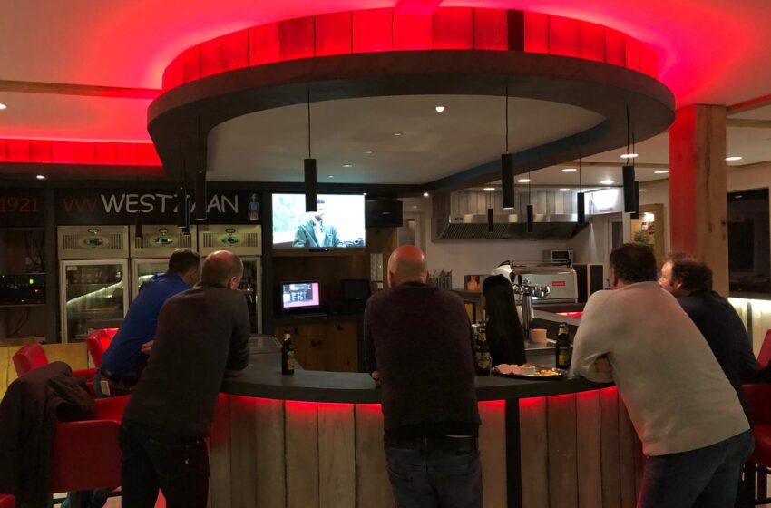 Presentatie nieuwe kantine vvv Westzaan met `live` test van het programma Sport in Zaanstad op nieuwe schermen