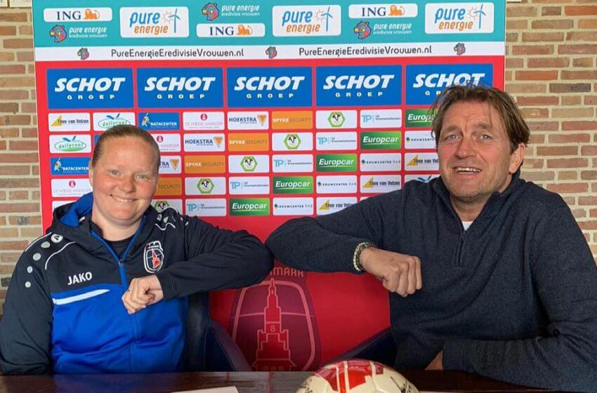 Zaanse trainer Corina Dekker gaat met VV Alkmaar voor overwining tegen PEC Zwolle