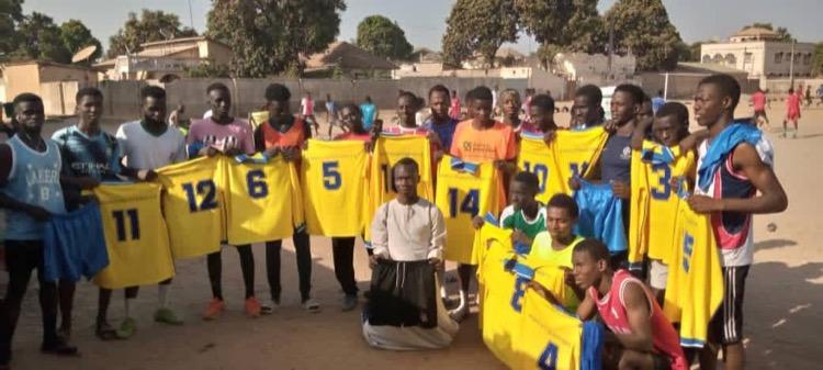 Uittenue`s SVA verscheept naar dorpje Nema Kunku in Gambia