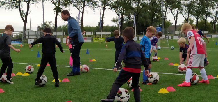 Open vrienden en vriendinnetjes voetbaltraining bij zvv Zaandijk