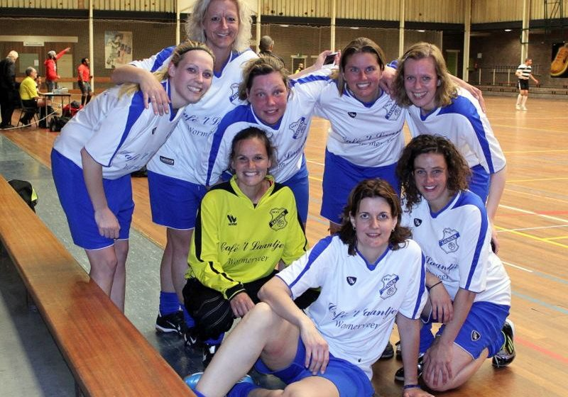 KNVB zet 'historische stap': vrouwen in eerste mannenelftal in amateurvoetbal