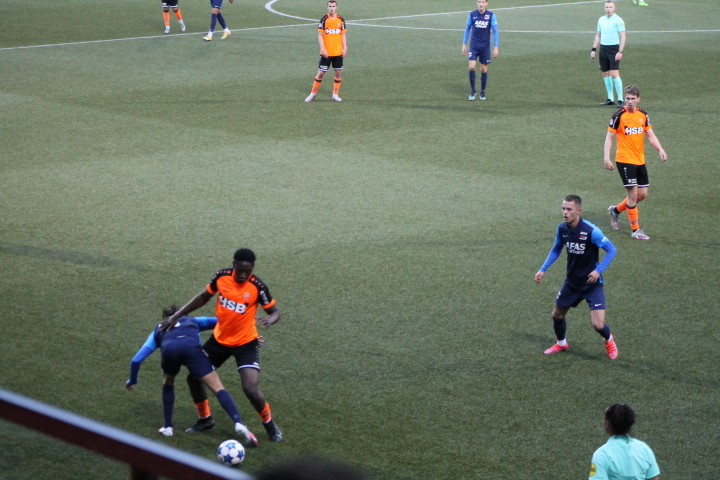 Jong AZ sluit in Volendam af met onnodige nederlaag