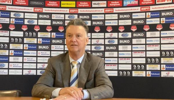 Assistent van Louis van Gaal bij een competitiewedstrijd van Telstar 1