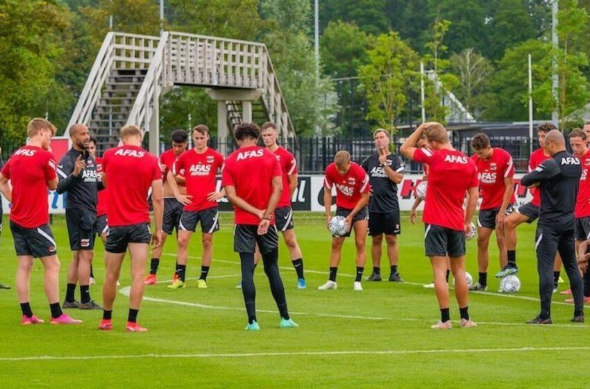 AZ met aantal spelers Jong AZ op trainingskamp in Epe
