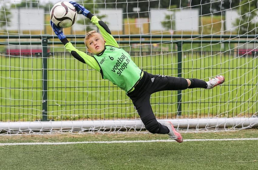 Voetballen in de eerste week van de zomervakantie tijdens de Jonger Oranje voetbaldagen