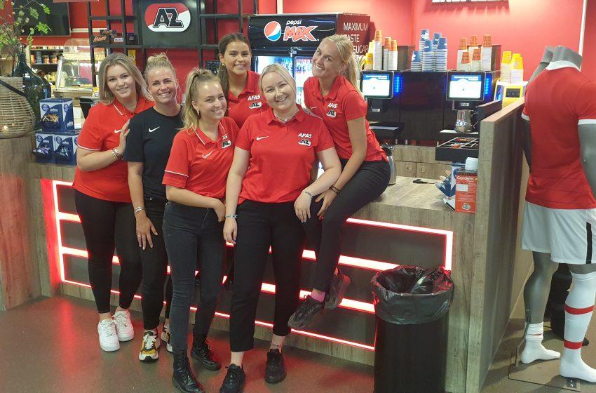 Horeca team met AZ meiden op AFAS Trainingscomplex in Zaanstad altijd goedlachs