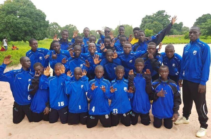 Batabut kantora football Academy in Gambia krijgt cvv Blauw Wit W voetbalkleding.